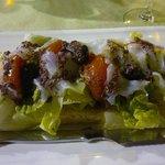 En teoria carpaccio de bacalao con tomate confitada y olivada...en la práctica una ensalada !