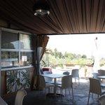 bar con terraza cubierta y descubierta
