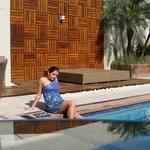Na piscina do hotel