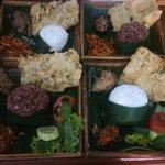 Sapi Kronyos , Tempe Tepung, Nasi Merah / Nasi Putih