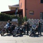 Le nostre moto davanti al B&B