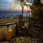vue du balcon le soir sur la baie de Nice