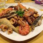 fritto misto calamari,gamberi e pesci nostrani