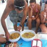 Maurizio prepara il pranzo per gli ospiti