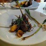 Double Côtes d'Agneau rôties aux Pêches, Artichauts Poivrade, Cébettes à la Plancha, Jus court