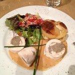 Pommes d'épices plat roulade de poulet aux champignons