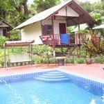 piscine et bungalow n6