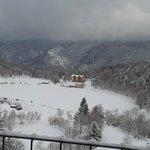 vista dalla camera (sul retro dell'albergo): Lago di Lavarone