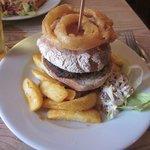 hamburguesa con aro de cebolla