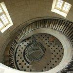 L'escalier qui mène à la lanterne : une prouesse technique en soi