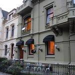 Фасад и вход отеля