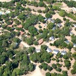 4-star camping, 20 acres of well shaded plots. Camping 4 étoiles, 8,5 hectares ombragés.