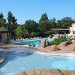 We have two beautifully landscaped swimming pools. Deux superbes piscines paysagées.