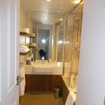 Salle de bains, baignoire, seche cheveux fourni