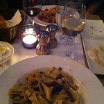 Table bien rempli pappardelles et spaghetti aux palourdes