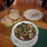 Tasty starter - mushrooms in garlic sauce with free bread
