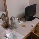 TVも薄型※左はお願いして用意してもらった電気スタンド