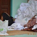 Her sover rengøringsdamen middagslur