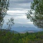 Al fondo vistas de las montañas de Montserrat
