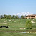 Loch 7 mit Clubhaus und Monte Rosa