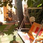 mattina soleggiata al giardino di alice
