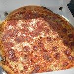 Pizza de peperoni 1/2 metro de diametro 10€