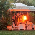 coucher du soleil sur la maison