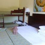 notre chambre avec le lit des enfants