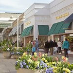 Welcome to the Stanford Shopping Center in Palo Alto, California.