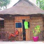 il nostro bungalow (con la porta finestra piu' sfigata...)