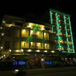 banan hotel by night