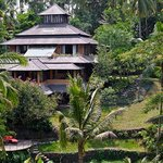 Exterior view to the villa Pelangi and grounds