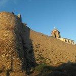 mura esterne, con il campanile della chiesa san Pietro