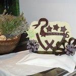 logo de l'hôtel en chocolat