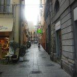Es muy fácil de encontrar la pequeña tienda Sapori di Sardegna.