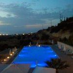 vue sur la piscine de nuit