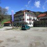 L'Hotel visto dal parcheggio