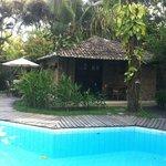 Cabaña y piscina