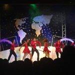 Show en el Teatro del Now Larimar