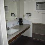Ground level,queen/full room bath
