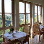 Breakfast room overlooking the valley