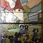 Schöne Glasmalerei im Museum Hansi