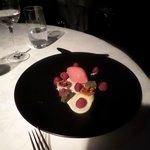 raspberries con gateau di pistacchio