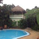 zwembad en plek voor massage