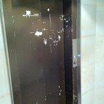 la porte de l'ascenseur !