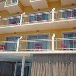 Vue des balcons depuis la piscine