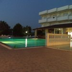 piscine le soir du spectacle de danse grec