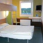 Zimmer mit Doppelbett plus Hochstellbett