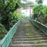 when u see the arch after crossing the road, walk down this flight of stairs. Do take note that