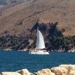 Una barca vista dalle Katavrothes